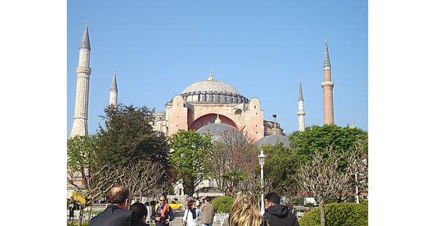 Özal'ın gidip Ayasofya'da namaz kılın hayalini Erdoğan gerçekleştirsin
