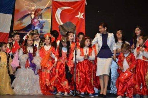Paris'te Yaşayan Kazak Bayandan Horon Dersi