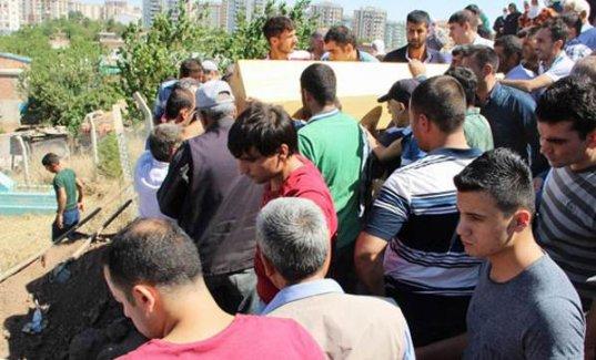 PKK'nın öldürdüğü doktor sessizce toprağa verildi