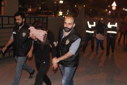 Polisten 'şifreli' fuhuş operasyonu