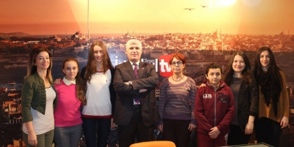 Reşat Tardu Ortaokulu'ndan İstanbul Times'a plaket