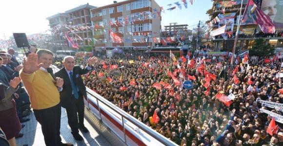 Sarıgül;Afişlerimizi keserseniz İstanbul'u size dar ederim !...