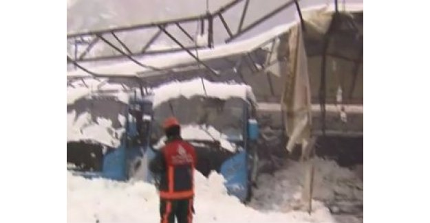 Sarıyer'de pazar yerinin çatısı çöktü