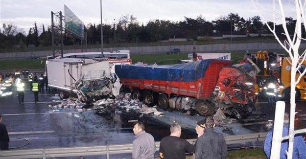 Seyrantepe TEM'de zincirleme kaza