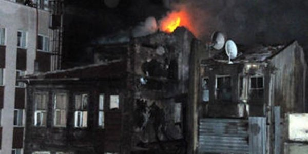 Şişli'de ahşap bina yangınları    -