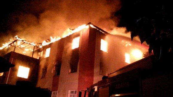 Son dakika haberi: Adana'da kız öğrenci yurdunda yangın: 12 ölü, 22 yaralı