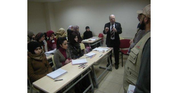 Suriyeli yetimler sevindi