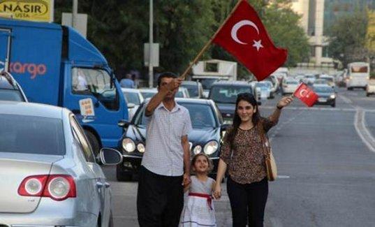 Terörü Protesto İçin Lüks Otomobilleriyle Konvoy Oluşturdular