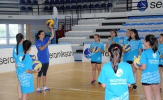 Seramiksan Spor Kulübü Bayan Voleybol Yaz Okulu Başladı