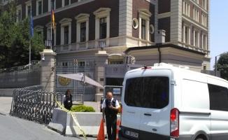 Taksim'deki Alman Konsolosluğu önüne bırakılan kargo paketi panik yarattı
