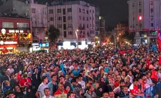 Zeytinburnu Ak Parti Demokrasi Nöbetine Damga Vurdu