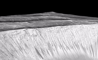 Mars' ta su bulundu!
