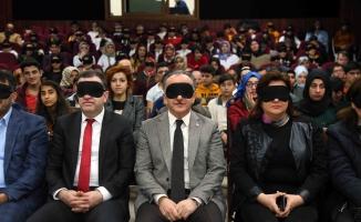 8. Barikat Film Festivali'nin açılışı göz bandı takılarak yapıldı