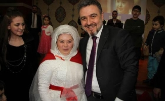 Down Sendromlu Genç Kıza Telli Duvaklı Düğün