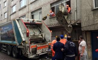 Zeytinburnu'ndaki Bir Evden 15 Ton Çöp Çıktı