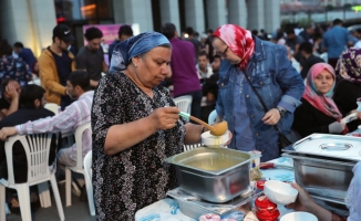 Zeytinburnu Sokaklarını Ramazan Bereketi Sardı