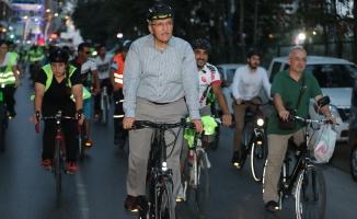 107 Gündür Makam Aracı Yerine Bisiklet Kullanıyor