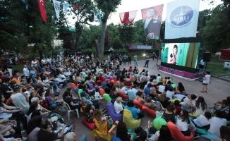 Şişli'de açık hava sineması keyfi