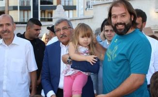 Zeytinburnu'nda Bayram Birlik ve Dirlik İçinde Kutlanıyor