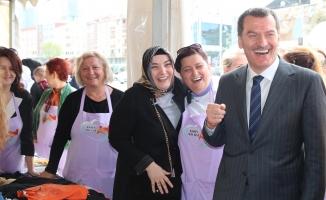 Kent Konseyi Kadın Meclisi Sevgi Evleri İçin Kermes Yaptı