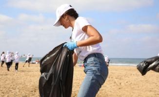 Berrak Tüzünataç Kilyos Sahilinde Çöp Topladı