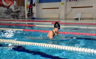 Görme Engelli İlayda'nın Hayatı Yüzme İle Değişti