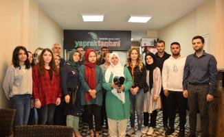 Muhtar ve Dernek Başkanı Nadiye Polat'tan Burs Jesti