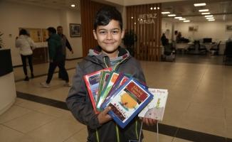 Eyüpsultan Belediyesi Çocuklara Kitap Hediye Ediyor