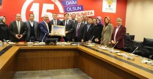 Ak Parti İl Başkanı Dr.Temurci Mardinlileri Bağrına Bastı