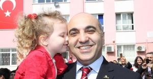 Başkan Kerimoğlu, oyun salonunu çocuklarla açtı