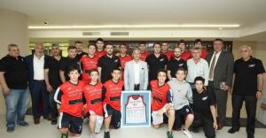 Basketbolun Şampiyonlarından Başkan Altınok Öz'e Ziyaret