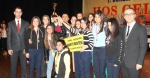 Genç Sporcular Ödüllerini Suriyeli Öğrencilere Hediye Etti