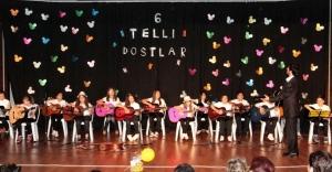Gitar Kursu Öğrencilerinden Yılsonu Gösterisi
