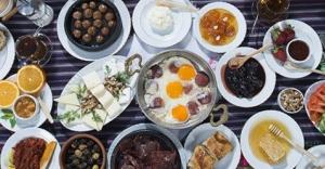 Kahvaltıda yumurtanın yanında çay tüketmeyin