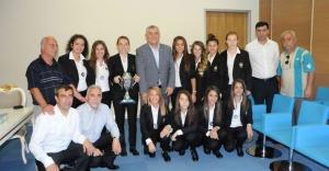 Kızlar Başarılarını Başkan Genç İle Paylaştı