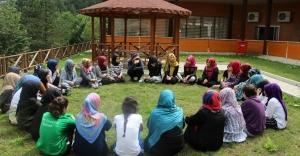 Mihmandar Kızlar Kampta