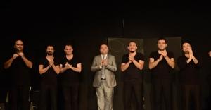 Tiyatro seyircilerinden Başkan Kılıç'a ödül