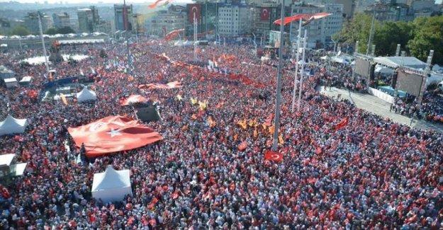 Türk Halkı Cumhuriyet ve Demokrasi Mitingi'nde Tek Yürek Oldu