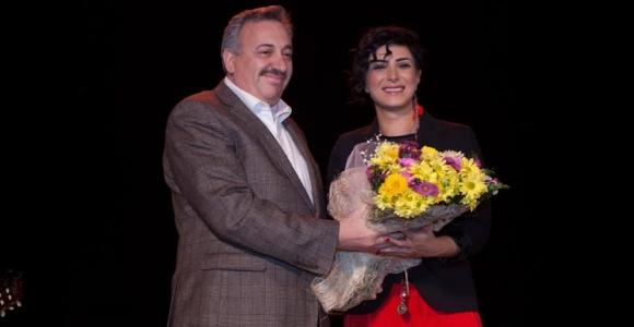 Türkülerin Başarılı Yorumcusu Özlem Özdil'den Halk Müziği Ziyafeti