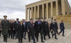 Bakan Yılmaz 81 ilden gelen öğretmenlerle Anıtkabir'i ziyaret etti