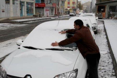 Ve yılın ilk karı yağdı