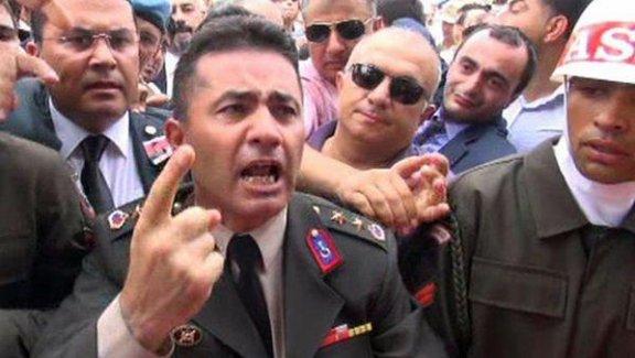 """Yarbay Mehmet Alkan: """"Dün bir kargo aldık, görünce yine yıkıldım"""""""