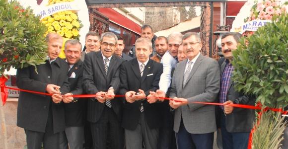 """Yeni lezzet mekanı, """"Yenikapı Mevlevihane Köftecisi"""" açıldı."""