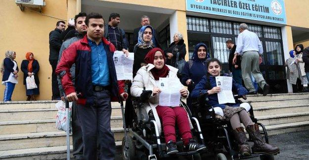 YGS'ye katılan engelli öğrencilerin ulaşımı özel araçlarla sağlandı