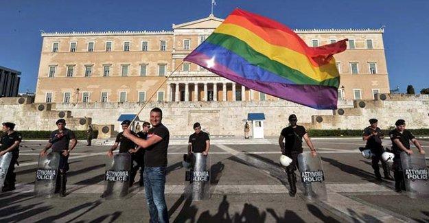 Yunanistan'da eşcinsel evliliğe onay