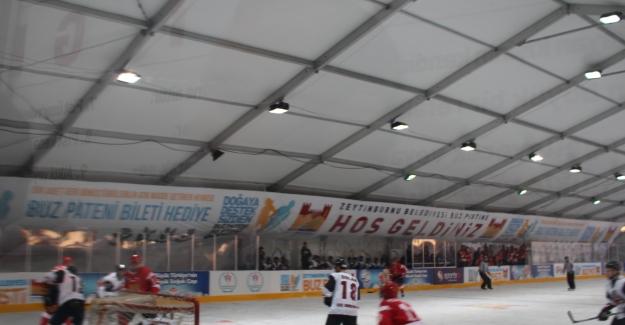 Zeytinburnu Ekibi KOÇ Üniversitesi Buz Hokey Takımını Perişan Etti