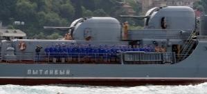 İstanbul'dan geçen Rus Donanması'nda kadın askerler dikkat çekti