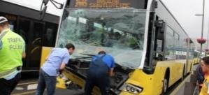 Metrobüs kaza yaptı: 'Yolcu şoföre saldırdı'