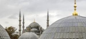 Sultanahmet'te surların altını kazan kişi yakalandı