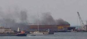 Tuzla tersaneler bölgesinde dumanlar yükseliyor